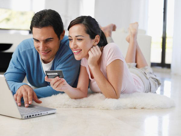 online-shopping couple